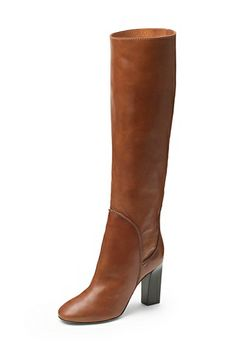 For effortless glamour, the Genna is our most classic boot of the season. With a contrast wood heel. In leather.
