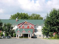 Great Barrington (MA) Fairfield Inn and Suites by Marriott Lenox Great Barrington/Berkshires United States, North America Located in Great Barrington, Fairfield Inn and Suites by Marriott Lenox Great B is a perfect starting point from which to explore Great Barrington (MA). The hotel offers guests a range of services and amenities designed to provide comfort and convenience. All the necessary facilities, including free Wi-Fi in all rooms, 24-hour front desk, facilities for dis...