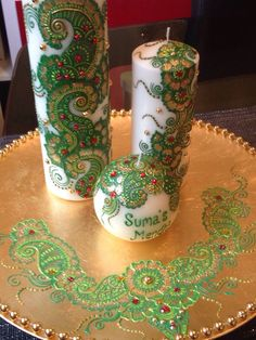 Green and White three piece candle set, set on a gold decorative plate.  #indianwedding #wedding #favours #favors #weddingfavours #mendhi #bespoke #design #calligraphy #candle #candles #gifts #shaadi #walima #nikah #celebrating #graduation #family #handmade #weddinggifts #desi #canvas #art #mirror #decorative #red #gold #silver #black #green #white #blue
