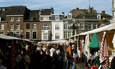 Hallo, einige von euch haben mich gefragt, woher ich meine Stoffe bekomme. Aus Holland. Ein paar Mal im Jahr fahre ich auf meinen liebsten Markt nach Maastricht. Und da es gestern mal wieder soweit…