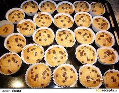 V nádobě smícháme mouku, cukr, prášek do pečiva, máslo, dále přidáme mléko, vejce a špetku soli. Vše dobře dohromady promícháme.Těsto vložíme... Ham, Sweet Tooth, Bakery, Cheesecake, Food And Drink, Cupcakes, Cookies, Breakfast, Recipes