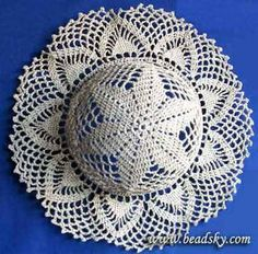 O Pălarie Spectaculoasă Ce Poate Fi Făcu - Diy Crafts - Marecipe Crochet Beach Dress, Crochet Summer Hats, Crochet Hat For Women, Crochet Cap, Crochet Quilt, Crochet Round, Filet Crochet, Crochet Motif, Diy Crochet