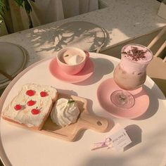 Kawaii 💞💞 I don't own any of these pictures👍 Ningúna de estas fotos me. Aesthetic Food, Pink Aesthetic, Korean Aesthetic, Aesthetic Themes, Think Food, Cute Desserts, Cafe Food, Cravings, Food Porn