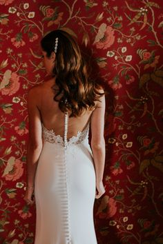 Elegant bride at Liberty Warehouse in Brooklyn NY; Vintage bride; Martina Liana bride; PHOTOGRAPHY Joel + Justyna Bedford