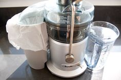 Juicing for Dummies. 10 simple tips to making juicing & cleanup as quick and easy as possible! Juicing for Dummies. Green Drink Recipes, Healthy Juice Recipes, Best Smoothie Recipes, Juicer Recipes, Healthy Juices, Blender Recipes, Salad Recipes, Homemade Smoothies, Good Smoothies