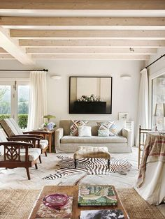 〚 Charming country home with mountain views in Spain 〛 ◾ Photos ◾ Ideas ◾ Design #classic #Livingroom #homedecor #decor #home #ideas #inspiration #tips #cozy #Living #style #space Asturian, Mountain View, Elle Decor, Home Living Room, Cottage, Interior Design, Country, Outdoor Decor, Inspiration