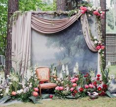 9 Wedding Photo Backdrops That Will Blow Up Your Insta Feed - Backyard/outdoor wedding photo backdrop wedding backdrop Paper Flower Backdrop Wedding, Wedding Ceremony Backdrop, Wedding Backdrops, Diy Fotokabine, Photos Booth, Diy Backdrop, Backdrop Photobooth, Vintage Backdrop, Backdrop Design