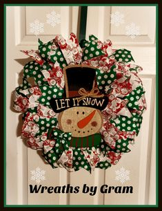 Snowman wreath; snowman aesthetic; christmas decor ideas; christmas aesthetic; christmas wreaths; christmas gift ideas; christmas wreaths for front door; handmade home decor; handmade gift ideas; let it snow wreath; winter wreaths for front door; winter home decor cozy; winter home decor ideas; winter aesthetic; winter mantle decor; winter mantel decorating ideas; winter gift ideas for women; christmas present ideas for mom; above the bed wall decor; above the couch decor #winterdecor…