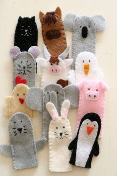 Small ANIMAL finger puppets perfect for role-playing and home theater. - Small ANIMAL finger puppets perfect for role-playing and home theater. Felt Puppets, Puppets For Kids, Felt Finger Puppets, Hand Puppets, Felt Diy, Felt Crafts, Finger Puppet Patterns, Puppet Making, Felt Books