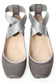 Chloe ballet flats in silvery grey. Shoe Boots, Shoes Sandals, Heels, Women's Flats, Cute Shoes, Me Too Shoes, Chloe Ballet Flats, Ballet Shoes, Crazy Shoes