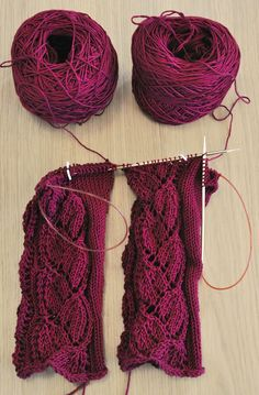 Magic Loop – two sleeves at a time-- yes yes yes! I hate knitting the second sleeve! Pin now, read later Knitting Room, Knitting Help, Knitting Stitches, Knitting Patterns Free, Knitting Yarn, Knit Patterns, Magic Loop Knitting, How To Purl Knit, Yarn Crafts