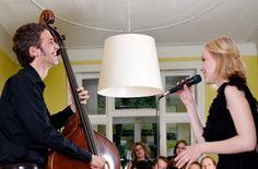 """15 Jahre Festival 'Musik in den Häusern der Stadt' des KunstSalon Köln - Was 1997 mit wenigen Veranstaltungen in Köln begann, hat inzwischen bundesweit Freunde und Unterstützer gefunden: das Festival """"Musik in den Häusern der Stadt"""" des KunstSalon Köln. Sein Markenzeichen: private Gastgeber, unkonventionelle Räumlichkeiten, abwechslungsreiche Musik und jedes Konzert ein außergewöhnliches Erlebnis. Im Jubiläumsjahr finden vom 6. bis 11. November 2012 insgesamt 122 Konzerte in Köln, Hamburg…"""
