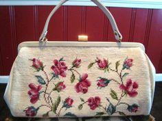 Embroidery Bags, Embroidery Fashion, Vintage Purses, Vintage Handbags, Bridal Handbags, Diy Clutch, Cross Stitch Art, Work Bags, Beaded Purses