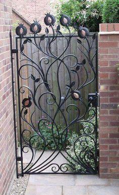 .... Metal Gates, Wrought Iron Gates, Metal Fence, Garden Doors, Garden Gates, Portal, Iron Art, Entrance Gates, Iron Doors