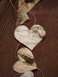 Garland made of birch bark and linen rope, ideal to decorate your room, mirror, frame, christmas tree in a zen and natural spirit. Natural Christmas Ornaments, Rustic Christmas, Christmas Crafts, Tree Bark Crafts, Birch Bark Crafts, Decoration St Valentin, Birch Tree Wedding, Deco Nature, Rustic Crafts