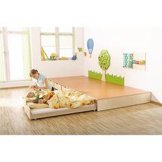 Podest mit Auszugsbett | Spiel- & Schlafpodeste | Schlafraum | Polster & Ruheraum | Möbel & Raumgestaltung | Krippe & Kindergarten | Wehrfritz Deutschland