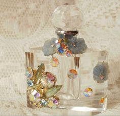 Google Afbeeldingen resultaat voor http://3.bp.blogspot.com/_pOPNrCwQs2Y/S7XomWJ6K3I/AAAAAAAABGw/SfDt_u6ztOU/s1600/perfume_iridescent1.JPG