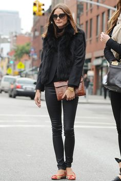 Olivia Palermo looking so classic. Love those vintage inspired sunglasses. All black win.