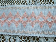 Thing to Stitch Design Ribbon Embroidery, Cross Stitch Embroidery, Quilting Designs, Embroidery Designs, Huck Towels, Swedish Weaving Patterns, Swedish Embroidery, Chicken Scratch Embroidery, Monks Cloth