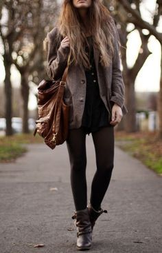 Los colores oscuros como tierra, siempre estarán de moda,este outfit sirve para cualquier tipo de piel y figura