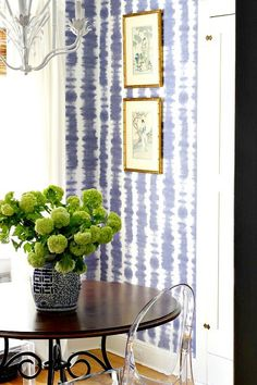 A way to incorporate green with the blue and white. - Denim And White - Ideas of Denim And White - A way to incorporate green with the blue and white. Decor, Wall Accessories, Wall Decor, Traditional House, Blue Decor, White Wallpaper, Home Decor, Decorating On A Budget, Blue And White Wallpaper