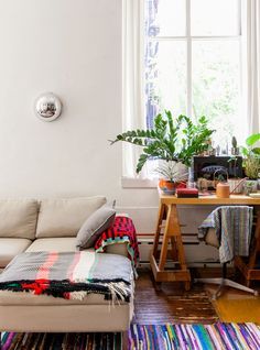 7 Easy Hacks To Turn Your Tiny Studio Into A Palace #refinery29