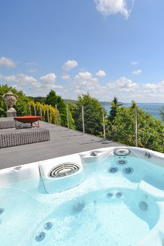 Go on, find us a better hot tub view.we bet you can't! This luxury holiday cottage in Looe, Cornwall, has two large decked terraces to make the most of the never ending sea views. Devon Cottages, Luxury Holiday Cottages, New Forest, Luxury Holidays, Staycation, Looe Cornwall, Cornish Coast, Terraces, Holiday Ideas