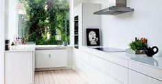 scandinavian home: Danish kitchen. The window. Danish Kitchen, Kitchen Dinning Room, Dining Area, Cocinas Kitchen, Interiors Magazine, Scandinavian Home, Interior Design Kitchen, Kitchen Designs, Home Decor Inspiration