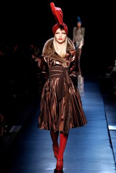 Jean Paul Gaultier Fall 2010 Couture Fashion Show - Aline Weber (Next)