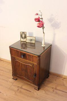 Vintage Kommoden - Vintage Kommode dunkel-braun (2x vorhanden) Rechts - ein Designerstück von Pfaennle bei DaWanda Shabby, Nightstand, Designer, Table, Etsy, Furniture, Home Decor, Vintage Dressers, Old Drawers