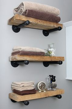 DIY industrial shelf design style make yourself bathroom h .- DIY industrial regal design style selber machen badezimmer halterungen holzbrett… DIY industrial shelf design style make yourself bathroom brackets wooden boards decoration - Industrial Pipe Shelves, Industrial House, Industrial Farmhouse, Kitchen Industrial, Industrial Chic, Black Pipe Shelving, Plumbing Pipe Shelves, Plumbing Pipe Furniture, Industrial Restaurant