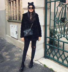 Fashionable Hats that Should you Wear in This Winter - Fashion Best Ysl Crossbody Bag, Ysl Bag, Ysl College Bag Medium, Warm Outfits, Winter Outfits, Chloe Bag, Sac College, Saint Laurent College Bag, Sac Yves Saint Laurent