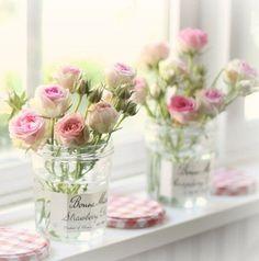 Les pots de confiture se transforment en vases, fleurs, décoration, idée diy, diy, diy vase, pot de confiture vase, diy pot , diy pot de confiture