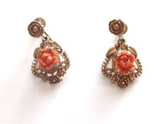 VINTAGE ART DECO CORAL PINK CELLULOID ROSE BUD GOLD TONE DANGLE EARRINGS - BOXED