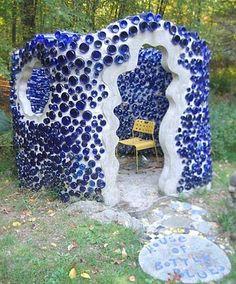35 Creative Backyard Designs Adding Interest to Landscaping Ideas / blue bottle house/ wall made like this would be ideal Bottle House, Bottle Wall, Bottle Garden, Glass House, Outdoor Projects, Garden Projects, Garden Ideas, Yard Art, Earthship Home