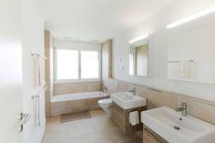 Finde moderne Badezimmer Designs: FAMILIENIDYLLE. Entdecke die schönsten Bilder zur Inspiration für die Gestaltung deines Traumhauses.
