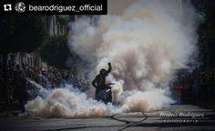 Quiero compartir este pedazo de fotón de @bearodriguez_official en el pedazo Stunt Show de ayer en Cullera!! Que os parece?? Amazing shoot by @bearodriguez_official in our last Ducati Stunt Show at Cullera - Spain! What do you think about it?? #repost #amazing #instabike #stuntshow #stuntlife #burnout #smoke #espectaculo #cullera #valencia #españa #motor #motorshow #show #exhibicion #moto #exhibicionmoto #fullthrottle #stunt #supersport #matinalmotera #motoalmuerzo #motogp #sbk #motorbike…