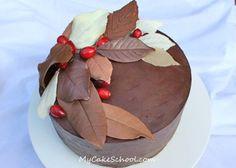 Tarta de ganache decorada con hojas de chocolate