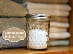 Deze zuiveringszout luchtverfrisser is heelsnel te maken en kan je makkelijk overal neerzetten. Geeft een frisse geur en absorbeert nare luchtjes.