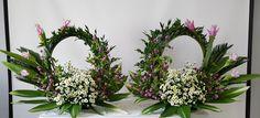 Tropical Flower Arrangements, Church Flower Arrangements, Tropical Flowers, Altar Flowers, Unique Flowers, Altar Decorations, Wedding Decorations, 60s Theme, Arte Floral
