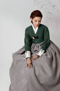 Korean Hanbok, Korean Dress, Korean Outfits, Korean Traditional Dress, Traditional Fashion, Traditional Dresses, Culture Clothing, Oriental Fashion, Korean Fashion