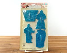 Hulk Hogan cookie cutters, World Wrestling Federation, Wilton, Macho Man Randy Savage, Big Boss Man, WWF logo, blue plastic, vintage 1990s