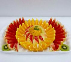 Fruits Decoration, Vegetable Decoration, Fruit And Vegetable Carving, Veggie Tray, Fruit Presentation, Deco Fruit, Edible Fruit Arrangements, Fruit Buffet, Fruit Creations