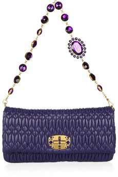 Bolso-cartera de color morado de de piel con asa joya. #bag, #complementos.