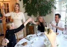 Pin for Later: Jennifer Aniston hat allerlei Grund zum Feiern