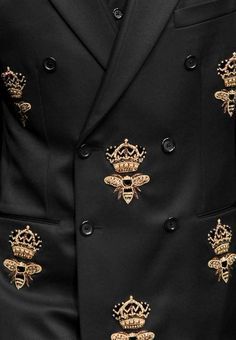 myprada:sadboyblues: whore-for-couture: hautekills: Dolce and Gabbana menswear f/w 2015 fashion&models. Detail of embroidered in gold bumble bee and crown on double breasted man suit jacket. Bee Embroidery, Embroidery Fashion, Couture Details, Fashion Details, Fashion Design, Fashion Models, Fashion Show, Mens Fashion, Fashion 2015