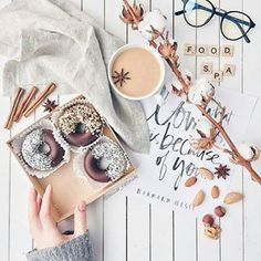 Ideas For Breakfast Pictures Mornings Life Flat Lay Photography, Food Photography, Breakfast Pictures, Flatlay Styling, Food Flatlay, Coffee And Books, Foto Instagram, Everything Pink, Belle Photo