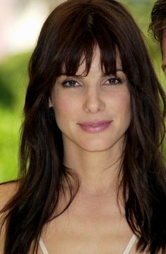 sandra bullock with bangs Celebrity Hairstyles, Hairstyles With Bangs, Bangs Hairstyle, Hair Icon, Beautiful Actresses, Pretty Woman, Hair Cuts, Hair Beauty, Beautiful Women