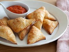 Appetizer. Snack. Kid-Friendly Dinner Recipe. However you serve them, Giada's Pizza Pockets are a sure-fire hit.