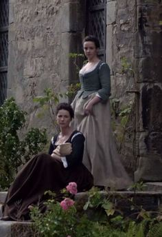 """Claire (Caitriona Balfe) and Jenny (Laura Donnelly) in """"The Watch"""" - Outlander"""